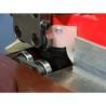 Rolele de ghidare a piesei de prelucrat sunt prevazute cu rulmenti de precizie