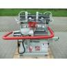Aceasta masina de frezat este prevazuta cu hota de exhaustrae pentru aspirarea prafului si rumegusului