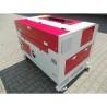 Cadrul acestei masini de gravat poate fi deschis pentru incarcarea si descarcarea rapida a pieselor de prelucrat