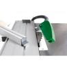 Unitatea de taiere poate fi inclinata cu ajutorul unei manivele prevazuta cu scala