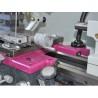 Caruciorul poate fi deplasat cu ajutorul unor manivele cu scala de precizie ajustabila