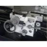 Caruciorul poate fi deplasat cu ajutorul unor manivele cu scala de precizie ajustabila 0,04 / 0,02 mm
