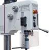 Dispozitivul de rotatie stanga - dreapta livrat standard permite realizarea operatiunilor de filetare