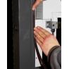 Montantul este prevazut cu un locas cu o latime de 9 mm ce faciliteaza asamblarea ulterioara a benzilor magnetice prin simpla lo