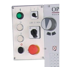 Elementele de control sunt aranjate ergonomic pe panoul de comanda