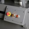 Elementele de control sunt pozitionate ergonomic pe partea frontala a ferastraului