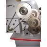 Este echipat cu roti de schimb pentru realizarea operatiunii de filetare