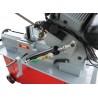 Coborarea bratului este ajustata fara trepte cu ajutorul unui cilindru hidraulic