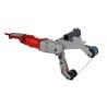Bratul flexibil permite adaptarea benzii pe diametrul tevii de slefuit