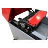 Este prevazuta cu sistem de transmisie pe lanturi (pentru avans) si curele (pentru blocul taietor)