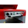 Elementele de control sunt aranjate logic pe panoul de comanda pozitionat pe partea frontala a masinii
