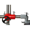 Ajustarea inaltimii de lucru a dispozitivului de avans mecanic se realizeaza cu ajutorul unei manivele pozitionata ergonomic