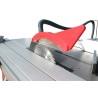 Panza incizoare poate fi coborata pentru debitarea pieselor din lemn masiv