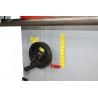 Ajustarea inaltimii axului frezor se realizeaza cu ajutorul unei manivele cu scala de precizie