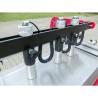 Este livrata standard cu 3 cilindrii pneumatici pentru fixarea piesei de prelucrat