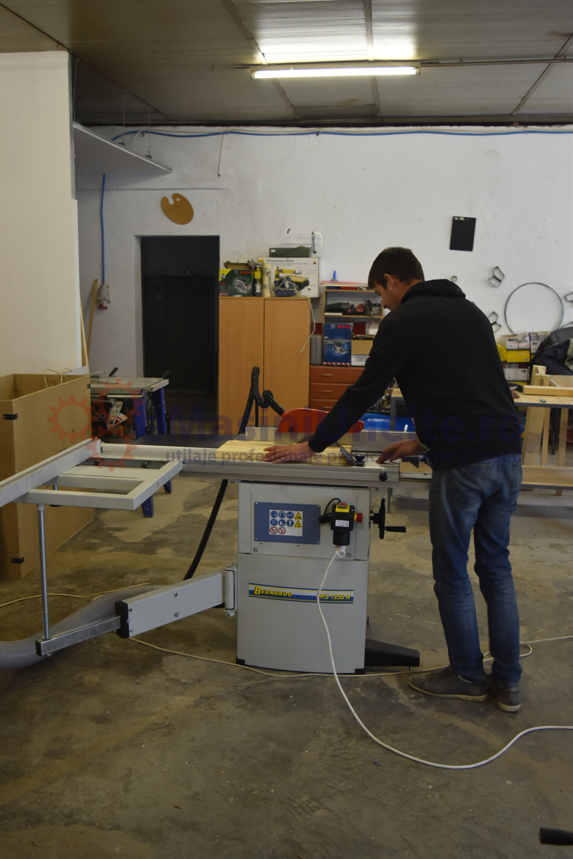 atelier masini prelucrare lemn - fierastrau stationar